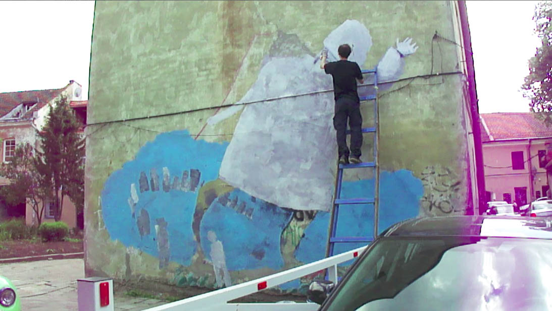 painting a wall - mural in Vilnius, uzupis, umi art center, 2013