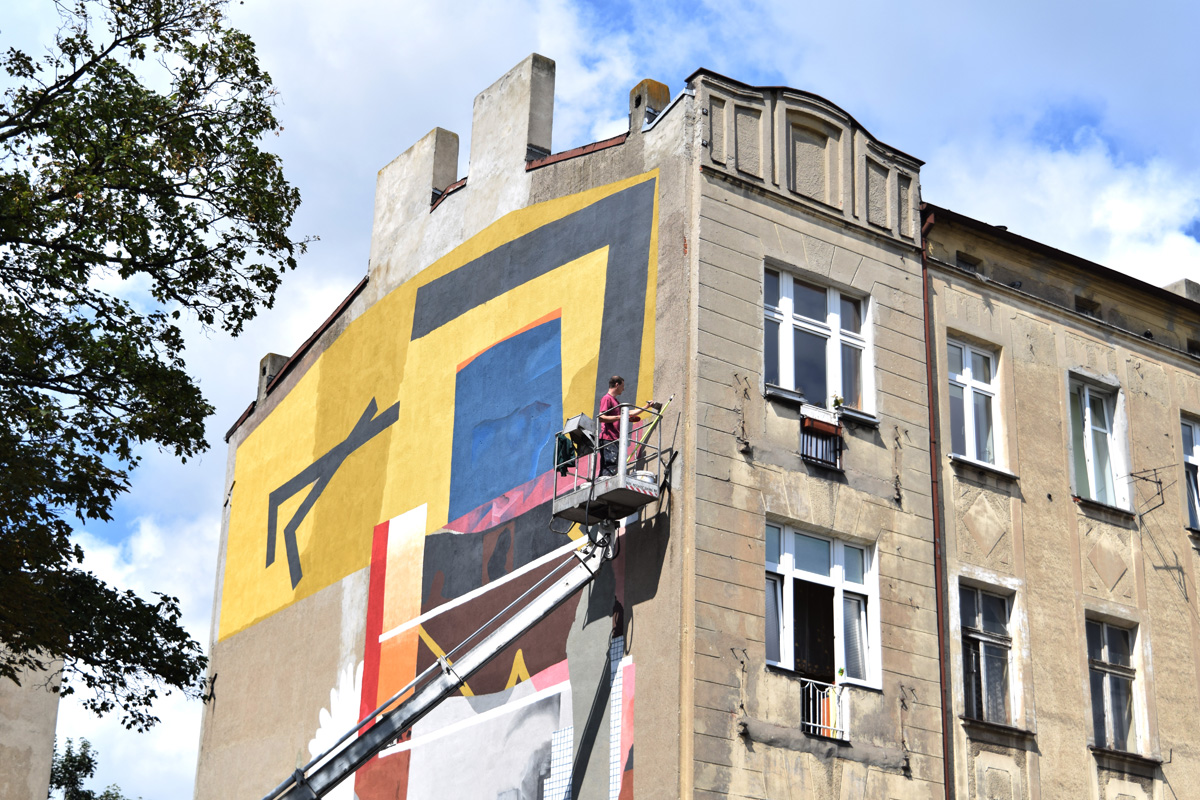 painting the mural - Ivan Ninety and Johannes Mundinger for Urban Forms in Lodz